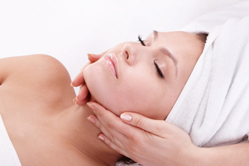 http://www.diversebeauty.co.uk/wp-content/uploads/2015/03/PAYOT-Facial.png